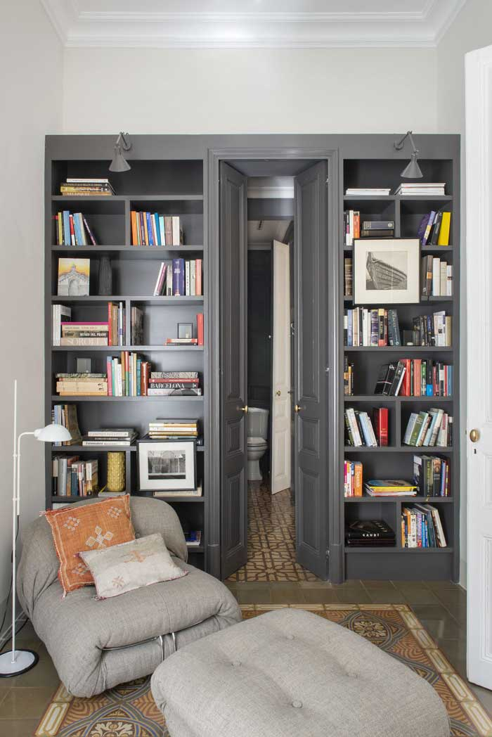 Librería integrada con puerta | the room co