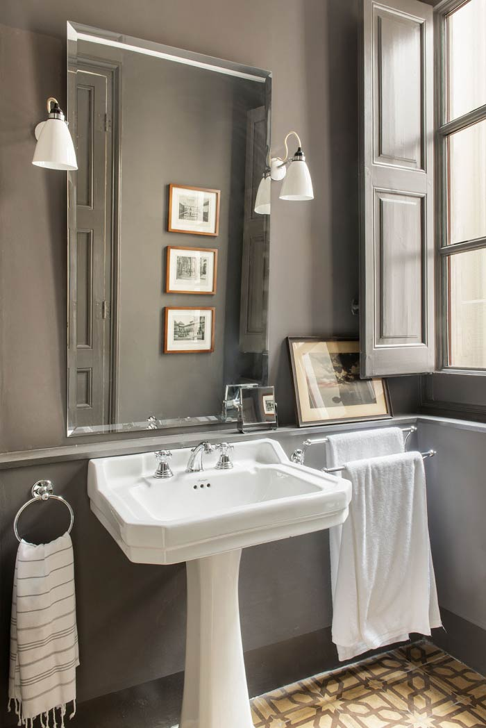 Baño con lavamanos pedestal Edwardian | the room co
