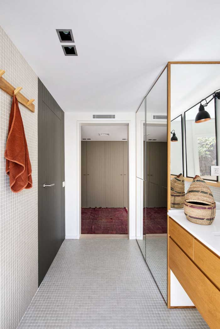 Baño suitte con gresite gris | The Room Co