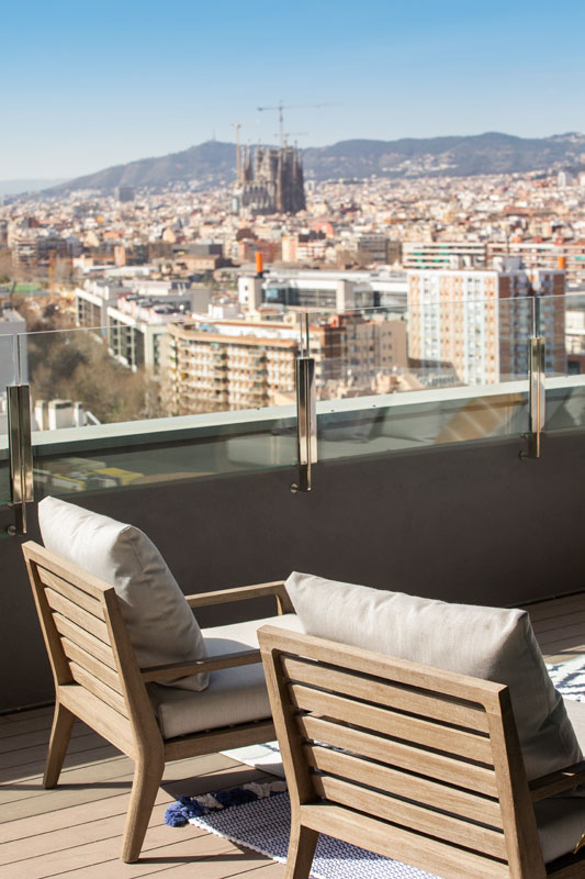 Terraza vivienda con vistas a Barcelona | The Room Co